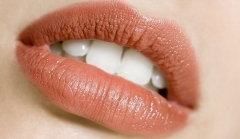 秋季预防唇炎的四种方法
